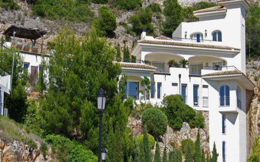 Spacious Mediterranean-style House with fantastic direct views of the sea in Altea Hills!