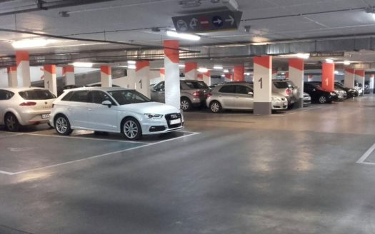 Car parking for 133 places in the shopping center in Benidorm!