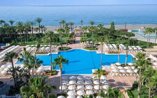 Fantastic luxury Hotel 4 * located on the first sea line in Costa del Sol!