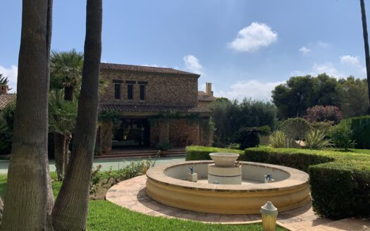 Best Villa with a plot of 0.8 hectares in Calpe!
